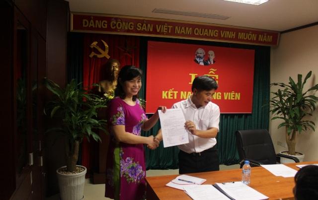 Chi bộ Trung tâm Cảnh báo Thời tiết tổ chức Lễ kết nạp Đảng viên