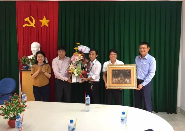 Chủ tịch HĐTV Đinh Việt Thắng và Tổng giám đốc Phạm Việt Dũng đến thăm và làm việc tại Đài Kiểm soát không lưu Côn Sơn
