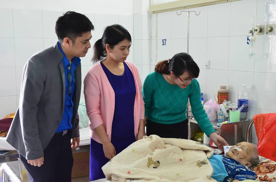 Đoàn Thanh niên Công ty Quản lý bay miền Trung thăm và tặng quà cho bệnh nhân có hoàn cảnh khó khăn nhân dịp Tết 2017