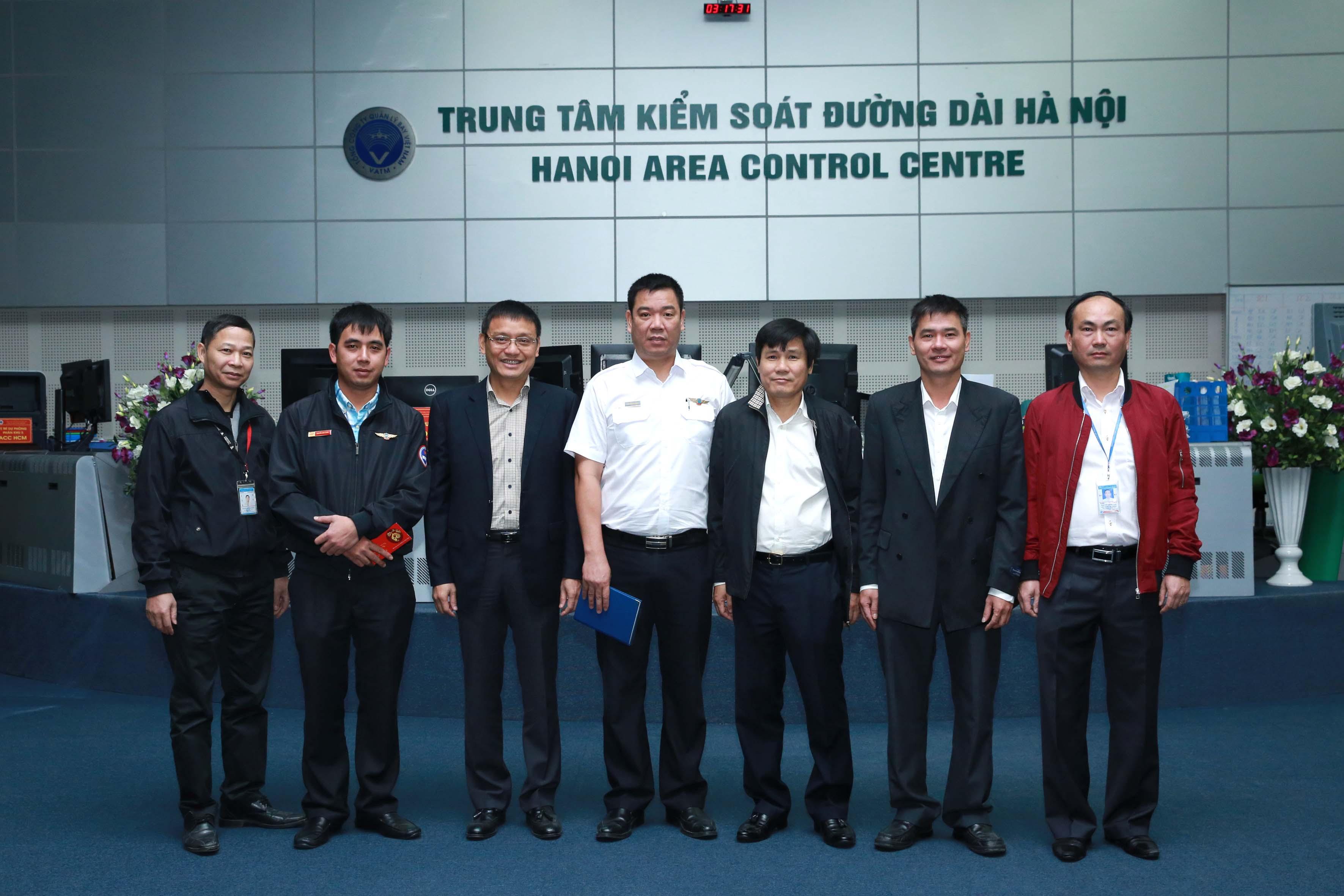 Lãnh đạo Tổng công ty đi kiểm tra, chúc tết các lực lượng trực Tết nguyên đán Đinh Dậu 2017 tại các cơ sở điều hành bay