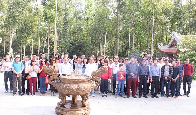 Công đoàn Trung tâm Quản lý luồng không lưu tổ chức tham quan Khu di tích  lịch sử Hồ Chí Minh tại Đá Chông (K9), Ba Vì, Hà Nội