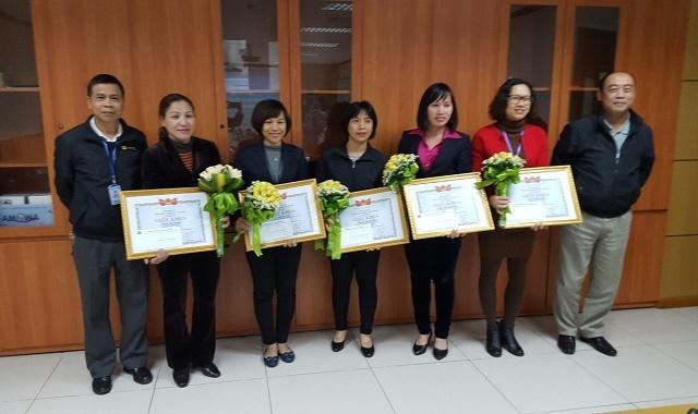 Công ty QLBMB trao Quyết định khen thưởng các cá nhân có thành tích tiêu biểu trong công tác vì sự tiến bộ phụ nữ và bình đẳng giới năm 2017