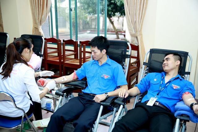 """Đoàn thanh niên Tổng công ty tổ chức hoạt động hiến máu nhân đạo  """"Vì nạn nhân tai nạn giao thông"""" năm 2017"""