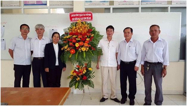 Lãnh đạo Công ty Quản lý bay miền Nam chúc mừng cán bộ, nhân viên Trung tâm Khí tượng hàng không Tân Sơn Nhất nhân ngày Khí tượng thế giới