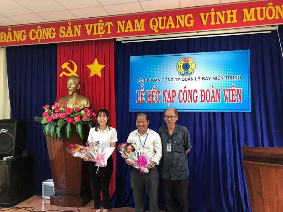 Lễ kết nạp công đoàn viên mới tại Công ty Quản lý bay miền Trung
