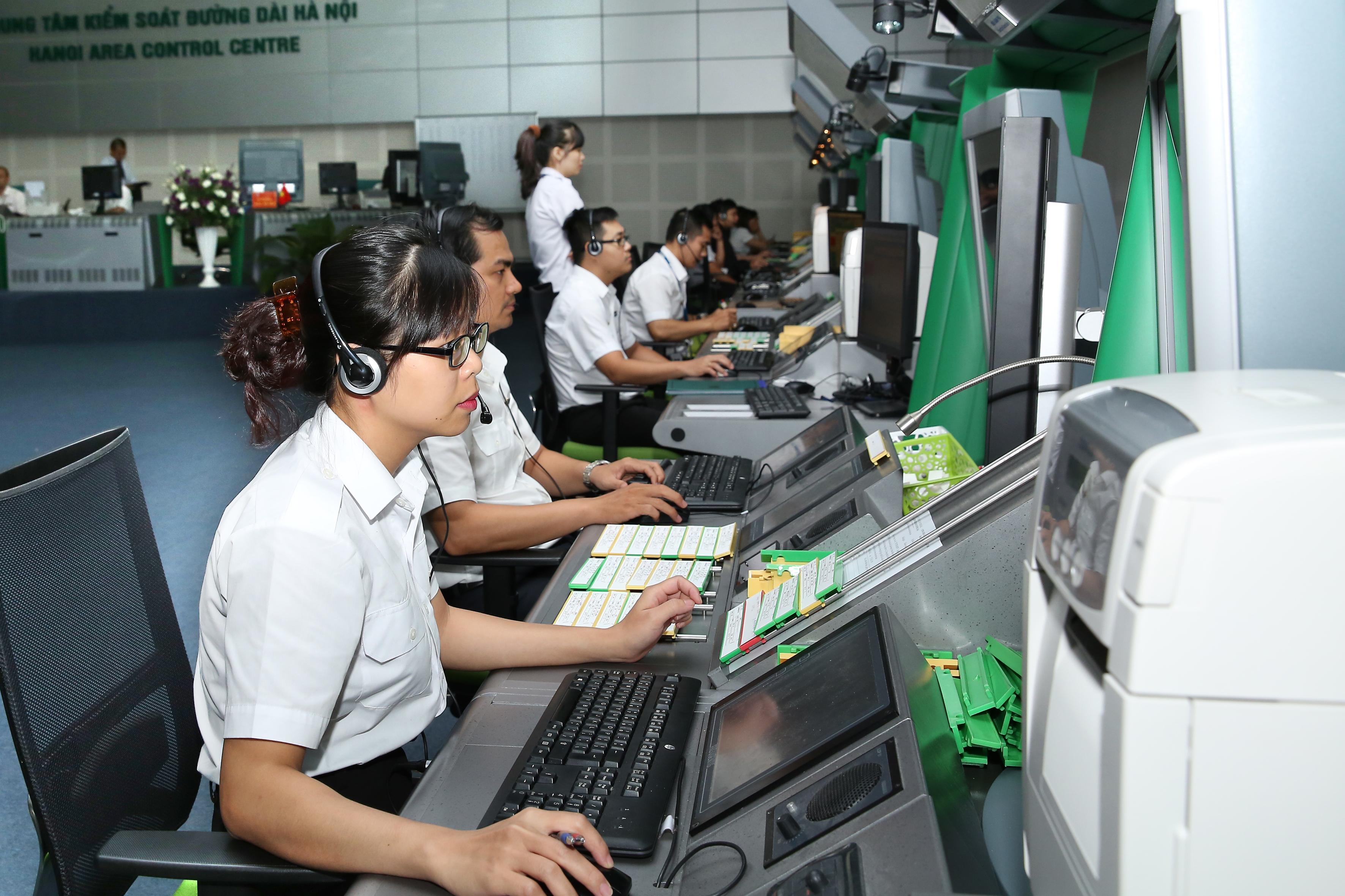 Tăng cường phối hợp với cơ quan quản lý Nhà nước trong công tác thu phí điều hành bay