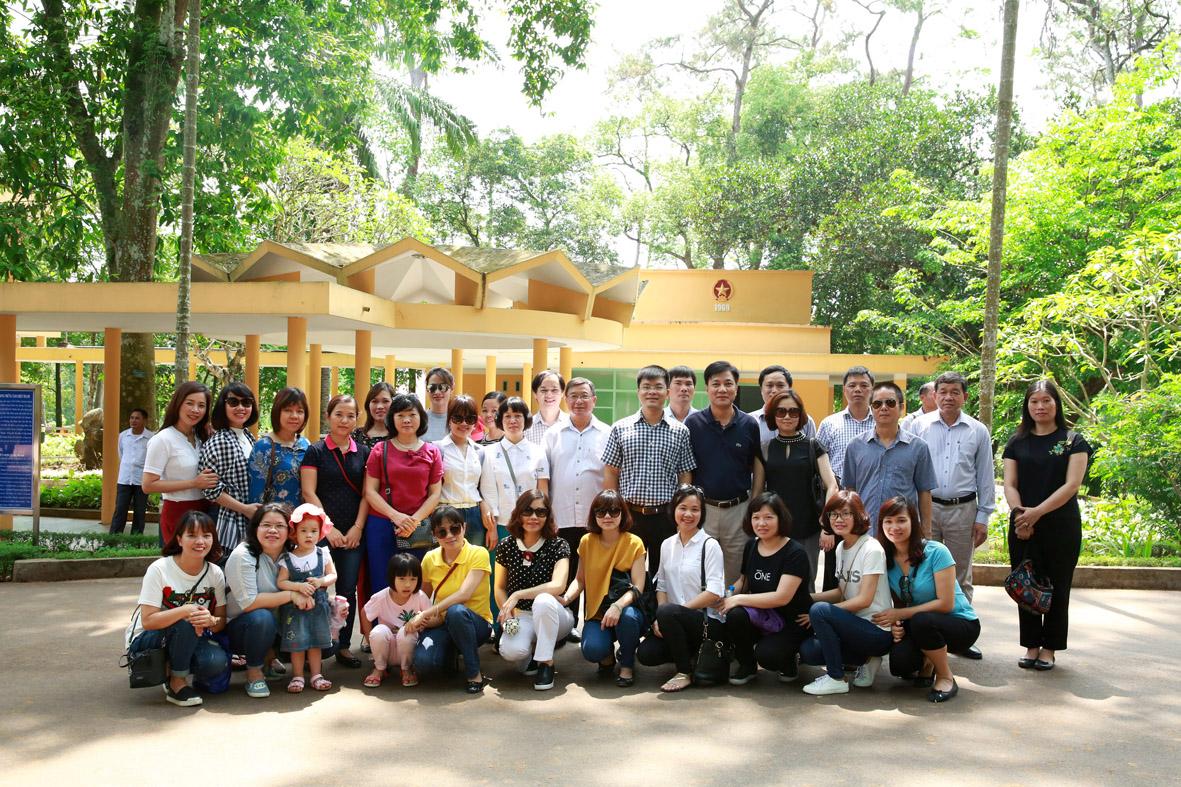Đảng bộ Văn phòng Tổng công ty tổ chức sinh hoạt chuyên đề nhân kỷ niệm 127 năm ngày sinh nhật Bác