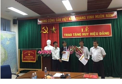 Lễ trao tặng Huy hiệu 30 năm tuổi Đảng tại Đảng bộ Công ty Quản lý bay miền Nam