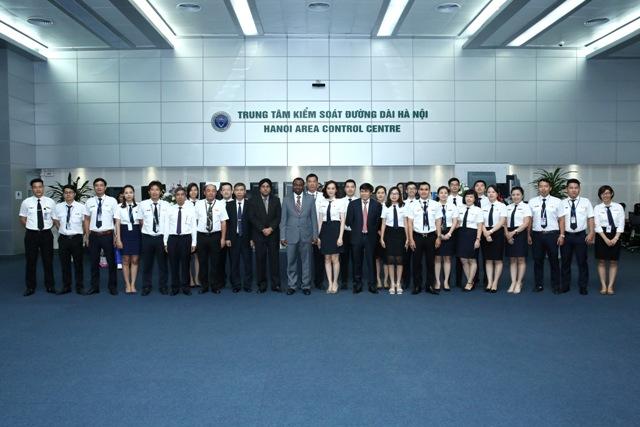 Chủ tịch ICAO đến thăm các cơ sở điều hành bay tại Trung tâm Kiểm soát không lưu Hà Nội