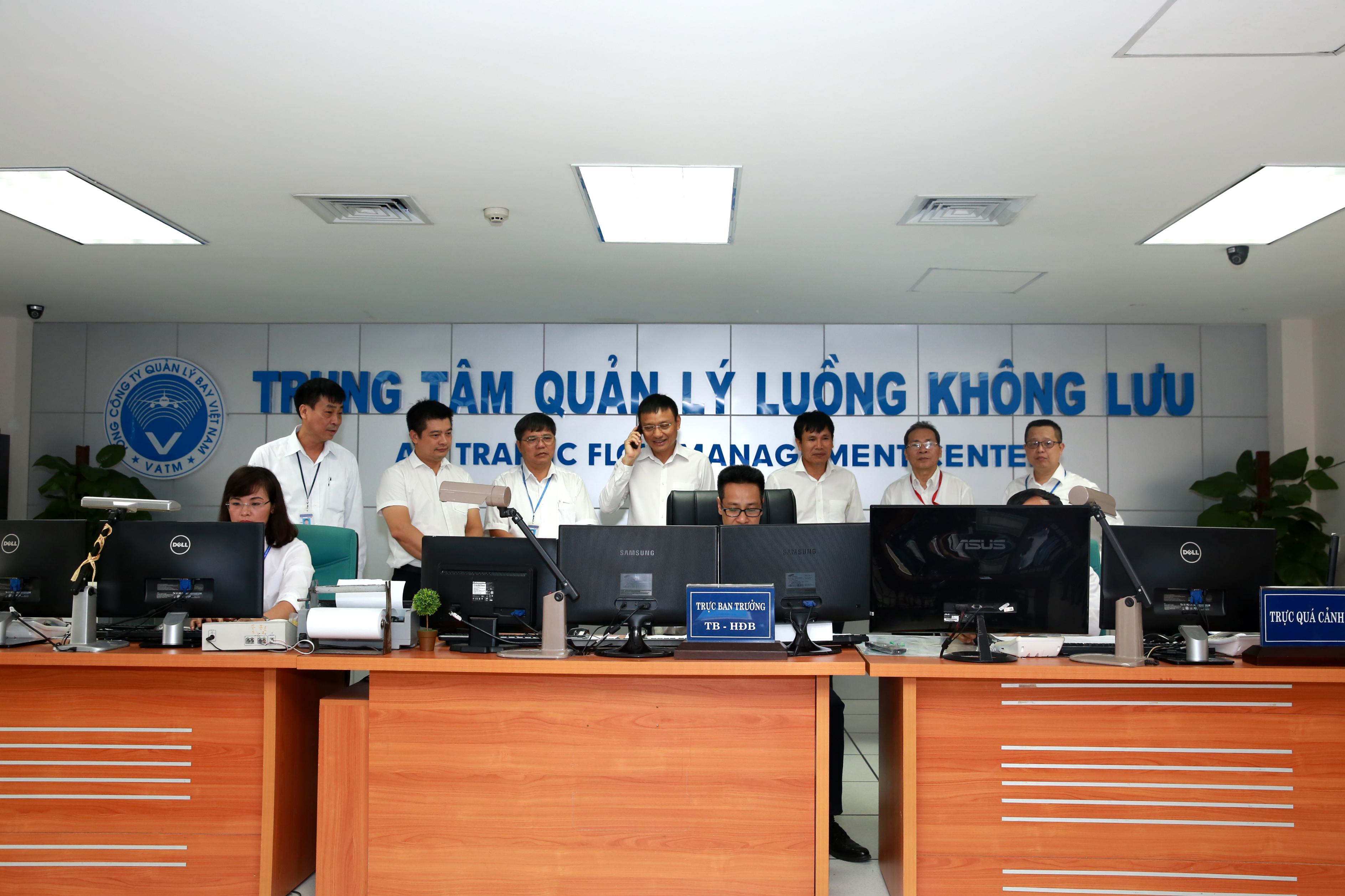 Trung tâm Quản lý luồng không lưu triển khai kế hoạch khai thác thử nghiệm Quản lý luồng không lưu phân phối đa điểm nút mức 2 giữa HKDD Việt Nam và Singapore