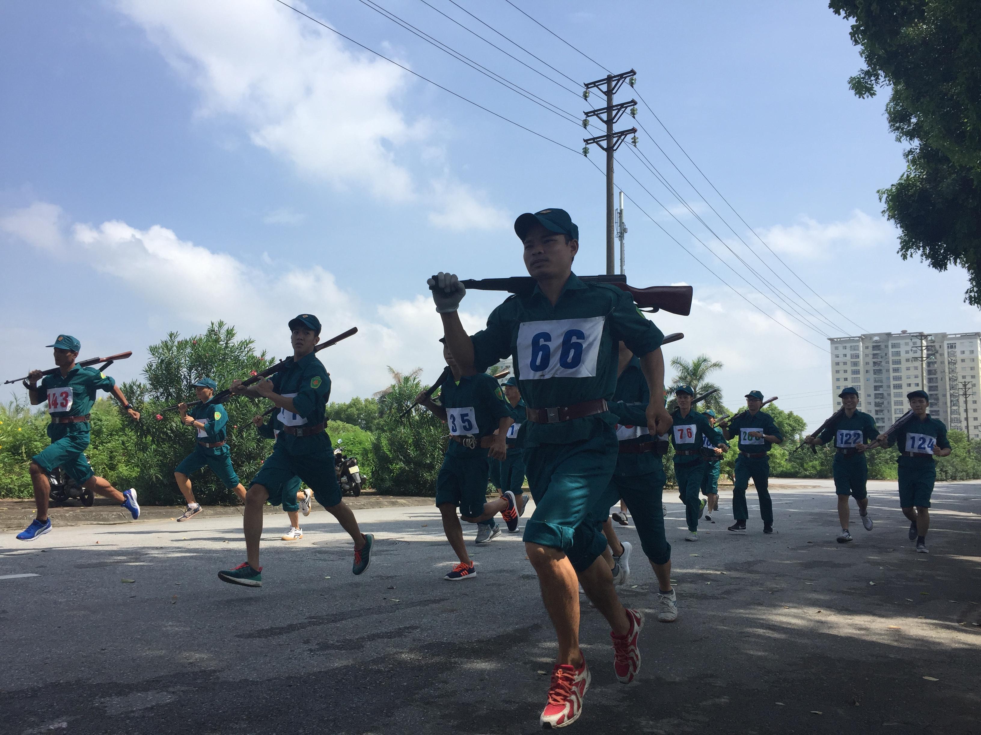 Đội tuyển dân quân tự vệ VATM đoạt giải Ba toàn đoàn hội thao Lực lượng vũ trang quận Long Biên 2017