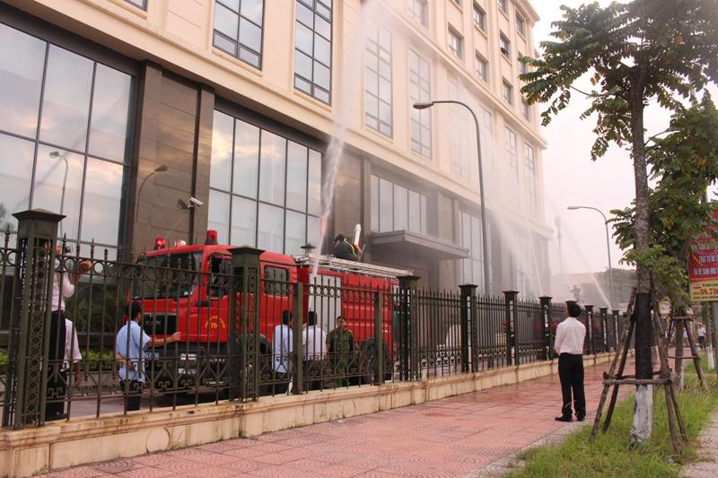 Diễn tập phòng cháy chữa cháy tại Tòa nhà B Tổng công ty Quản lý bay Việt Nam