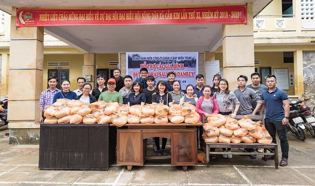 Đoàn Quản lý bay miền Trung: Chi đoàn Không lưu, Kỹ thuật chung tay giúp đỡ những gia đình bị ảnh hưởng của bão Damrey tại xã Cẩm Kim, Hội An