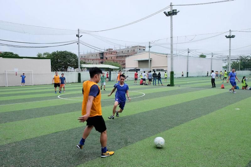 Công đoàn Trung tâm Bảo đảm kỹ thuật Công ty Quản lý bay miền Trung tổ chức giao lưu bóng đá chào mừng hội nghị Người lao động năm 2018
