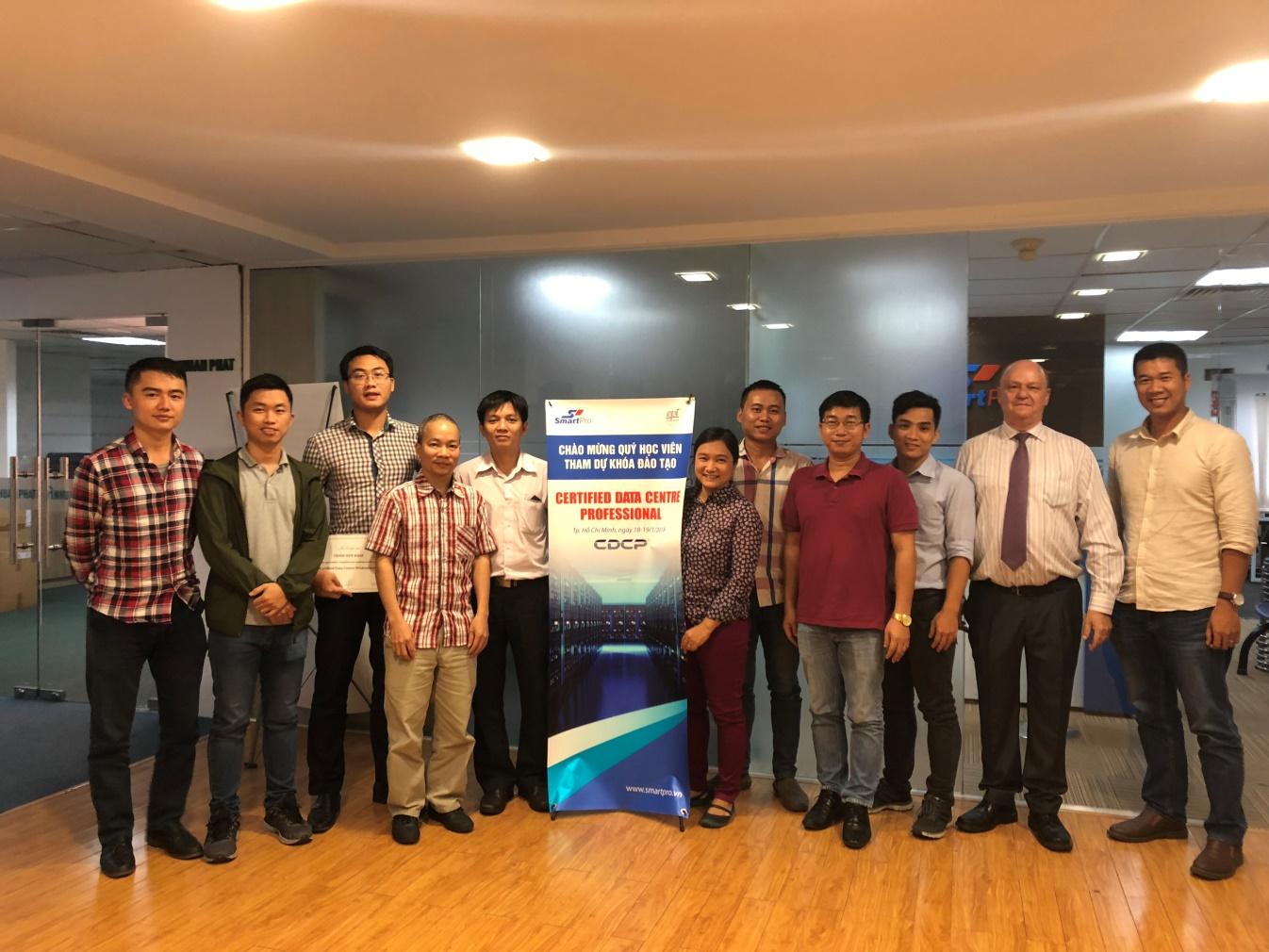 Nhân viên kỹ thuật của Tổng công ty Quản lý bay Việt Nam đạt chứng chỉ quốc tế CDCP