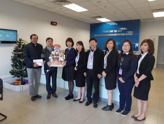 Trung tâm Thông báo tin tức hàng không tổ chức thăm hỏi các gia đình chính sách, các đơn vị thuộc Trung tâm làm nhiệm vụ trong ngày Tết Nguyên đán Mậu Tuất năm 2018