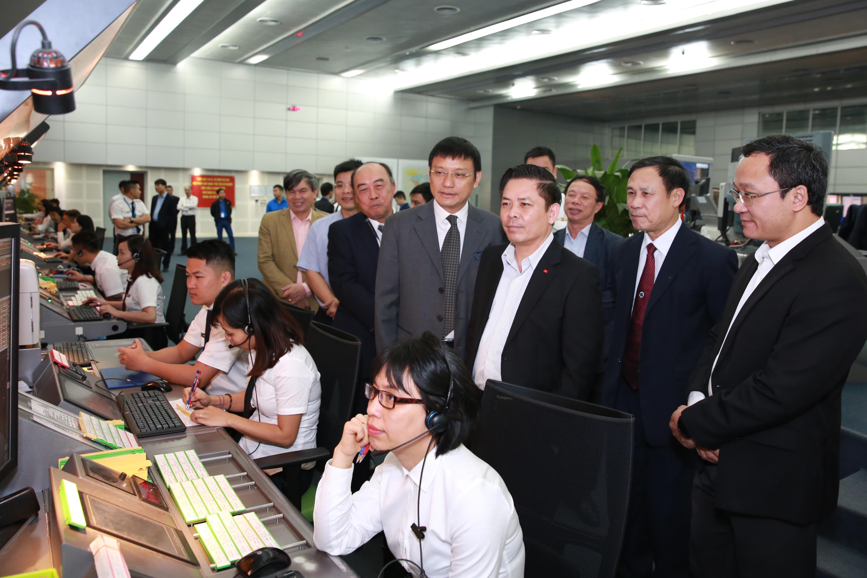 Bộ trưởng Bộ Giao thông vận tải Nguyễn Văn Thể đến thăm và làm việc tại Trung tâm Kiểm soát không lưu Hà Nội