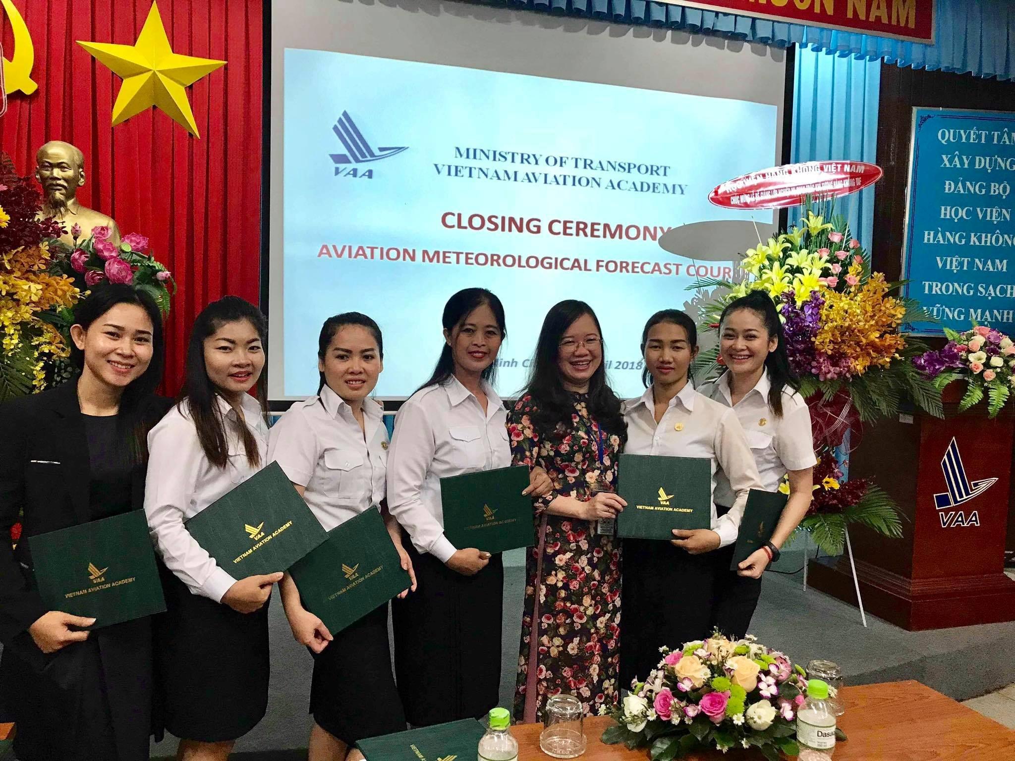 Bế giảng lớp Dự báo khí tượng hàng không Campuchia