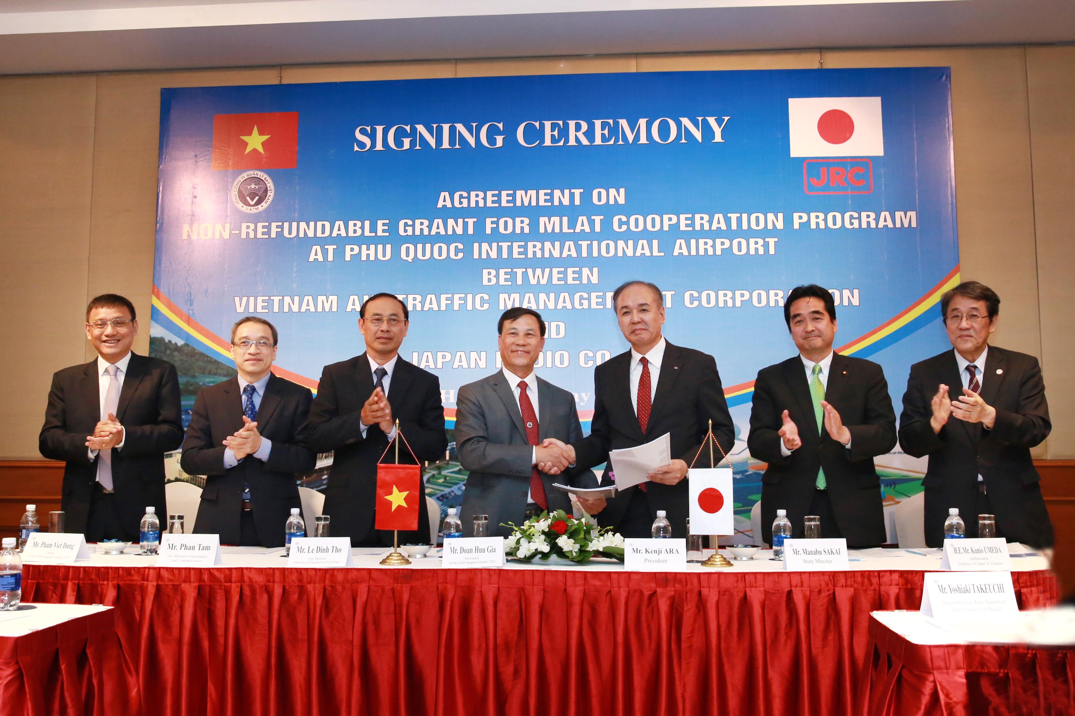 Lễ ký kết thỏa thuận tài trợ giữa VATM và Công ty Japan Radio Co., Ltd