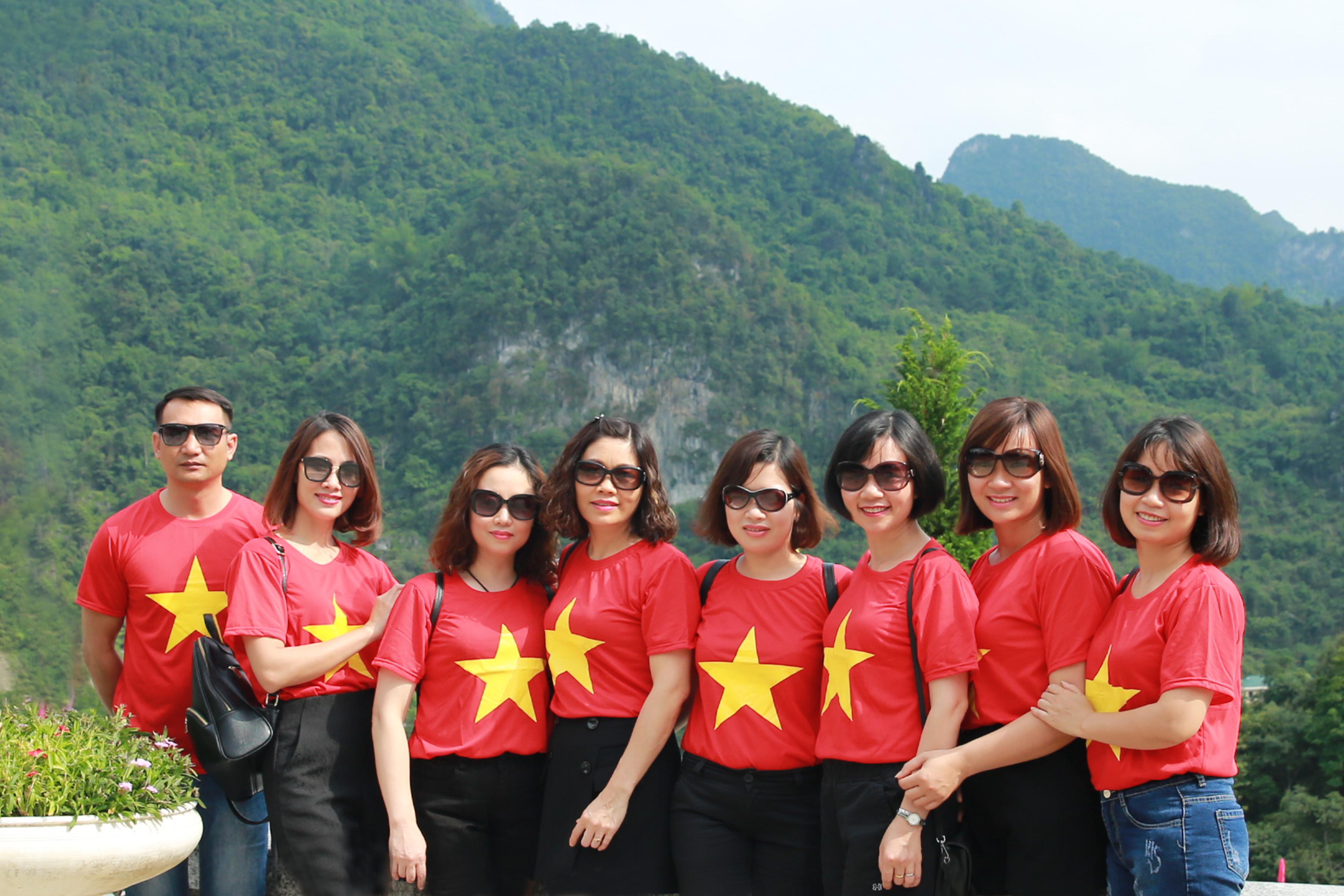 Chi bộ Tổng hợp trở về thăm quê hương cách mạng Cao Bằng