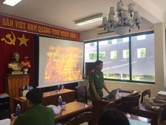Tổ chức huấn luyện nghiệp vụ phòng cháy chữa cháy cho cán bộ, nhân viên Đài Kiểm soát không lưu Phú Bài