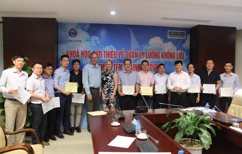 Trung tâm Quản lý luồng không lưu hợp tác với công ty Metron Aviation tổ chức khóa học giới thiệu về Quản lý luồng không lưu