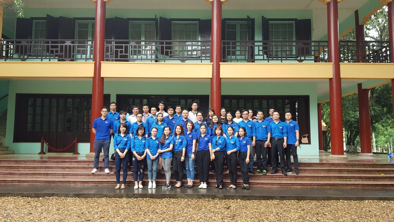 Đoàn Thanh niên Trung tâm Thông báo tin tức hàng không tổ chức về nguồn tại Khu di tích K9 - Đá Chông