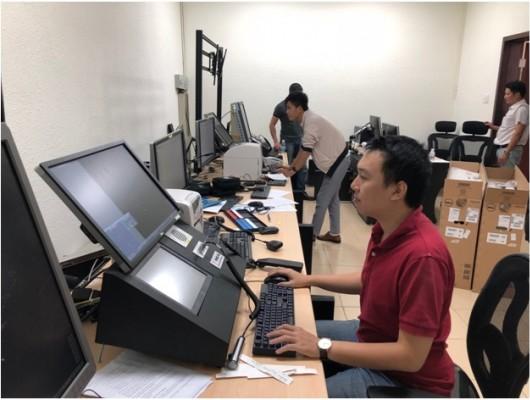 Đoàn viên thanh niên tham gia lắp đặt Hệ thống Tiếp cận tại Đài KSKL Cam Ranh