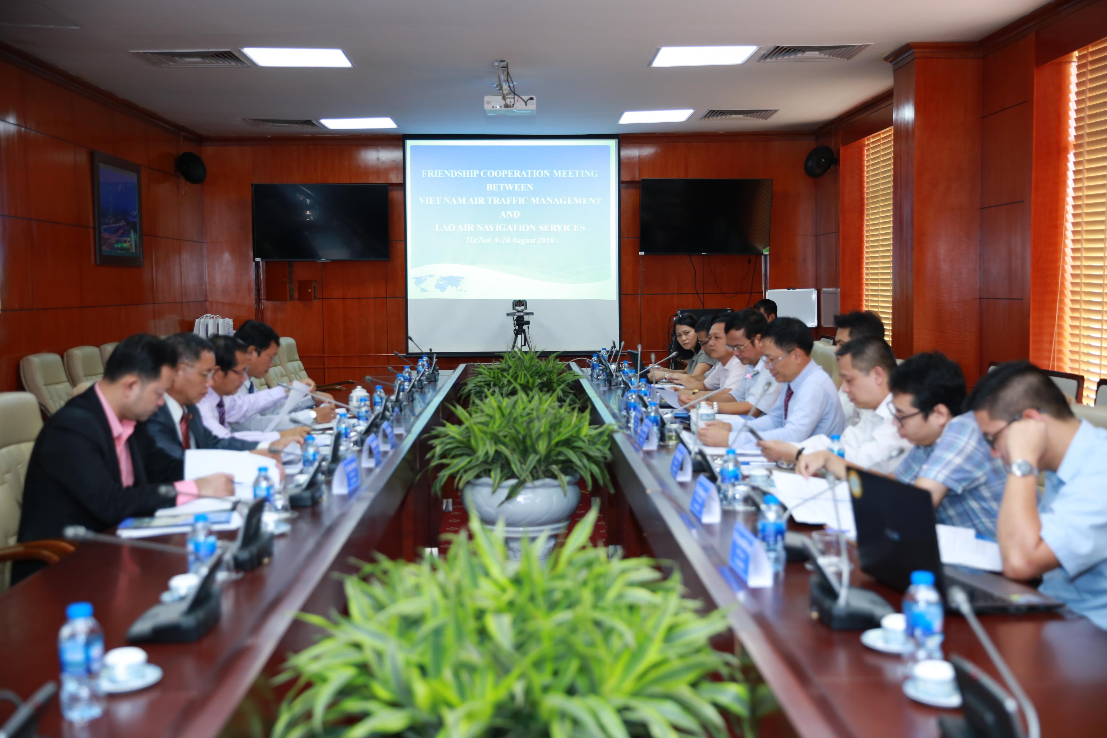 Hội nghị hợp tác hữu nghị giữa Tổng công ty Quản lý bay Việt Nam và Cơ quan Quản lý bay Lào