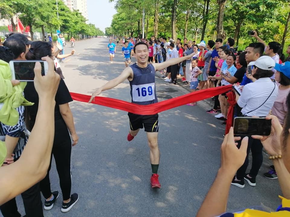 VATM: Tham gia Giải chạy Báo Hà Nội mới lần thứ 45 vì hòa bình quận Long Biên năm 2018