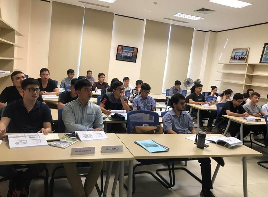Trung tâm Đào tạo - Huấn luyện nghiệp vụ Quản lý bay tổ chức dự giờ và lấy ý kiến phản hồi của học viên