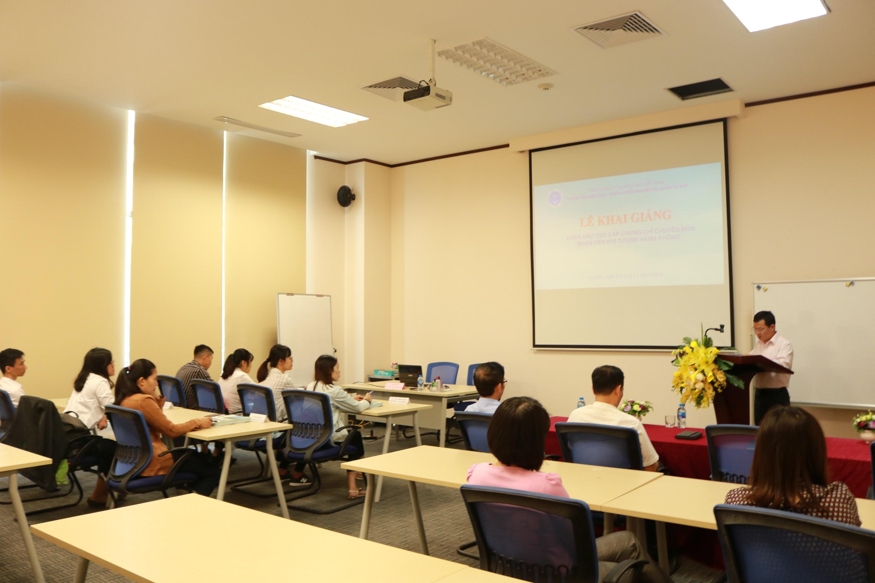 Khai giảng khóa đào tạo cấp chứng chỉ chuyên môn Khí tượng hàng không cho các nhân viên mới tuyển dụng