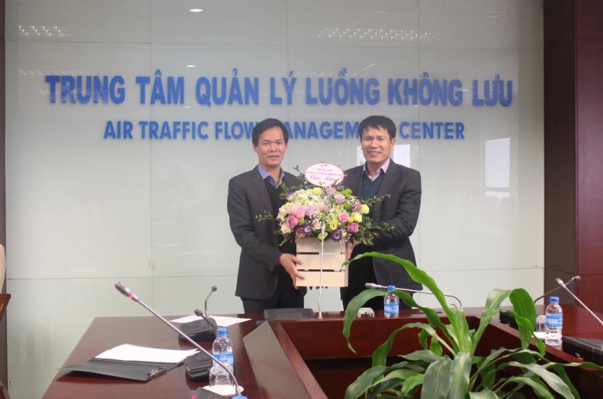 Trung tâm Quản lý luồng không lưu: Trao Quyết định bổ nhiệm Trưởng phòng Tổ chức cán bộ- Lao động