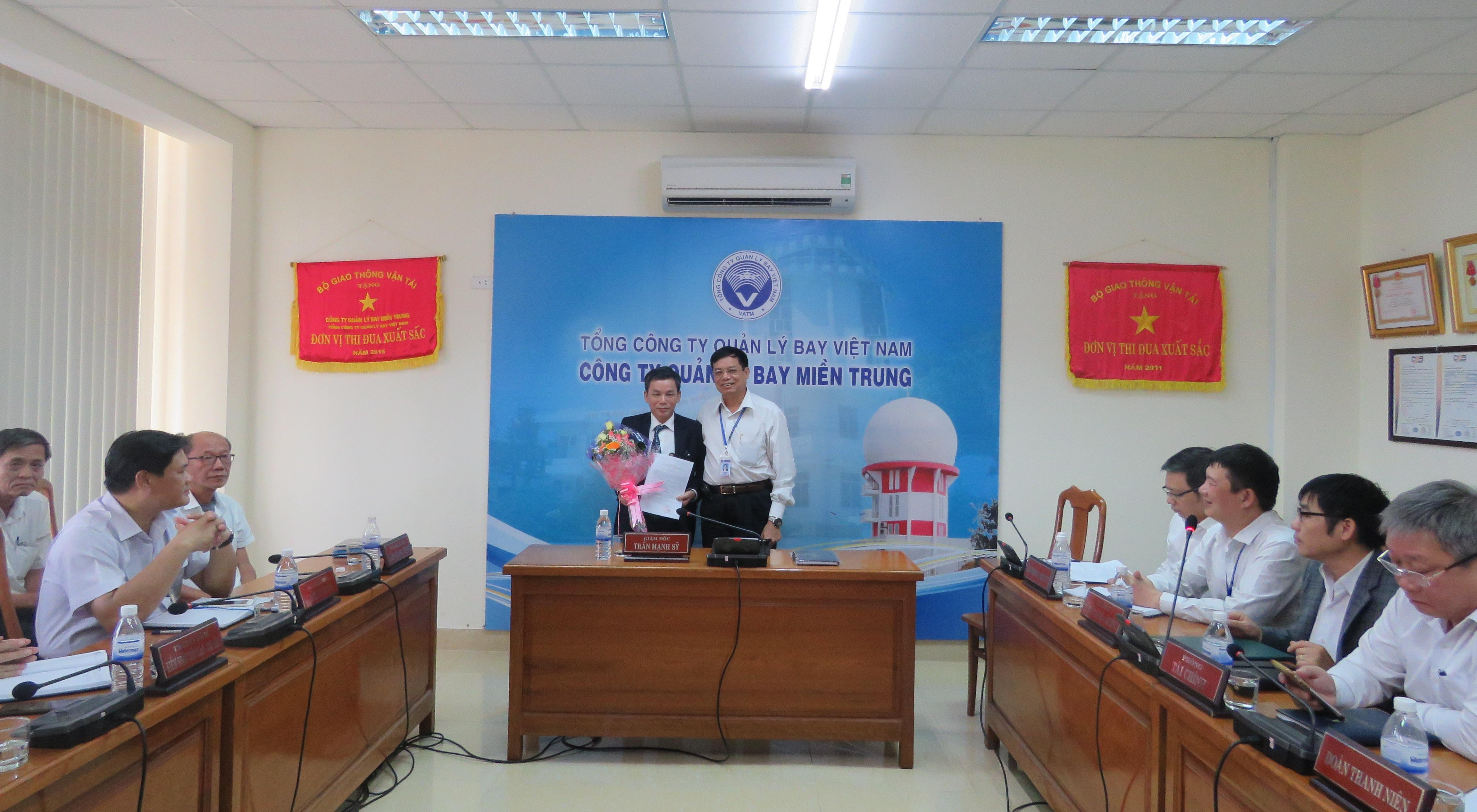 Công ty Quản lý bay miền Trung trao quyết định bổ nhiệm Phó Chánh Văn phòng