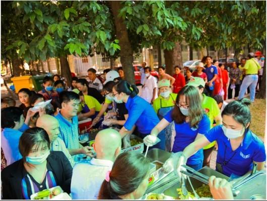 Đoàn Thanh niên Trung tâm Kiểm soát Tiếp cận- Tại sân Tân Sơn Nhất tổ chức chương trình từ thiện đầu năm