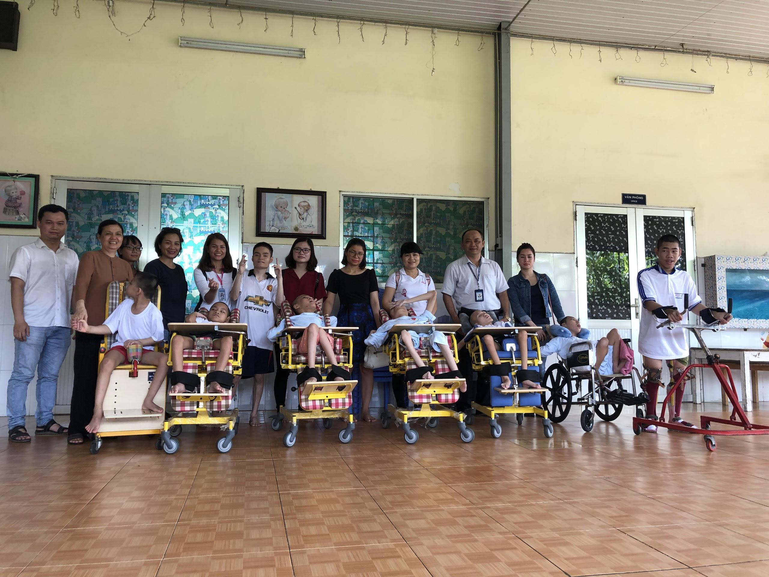 Trung tâm ARO/AIS Tân Sơn Nhất tổ chức thăm cơ sở khuyết tật