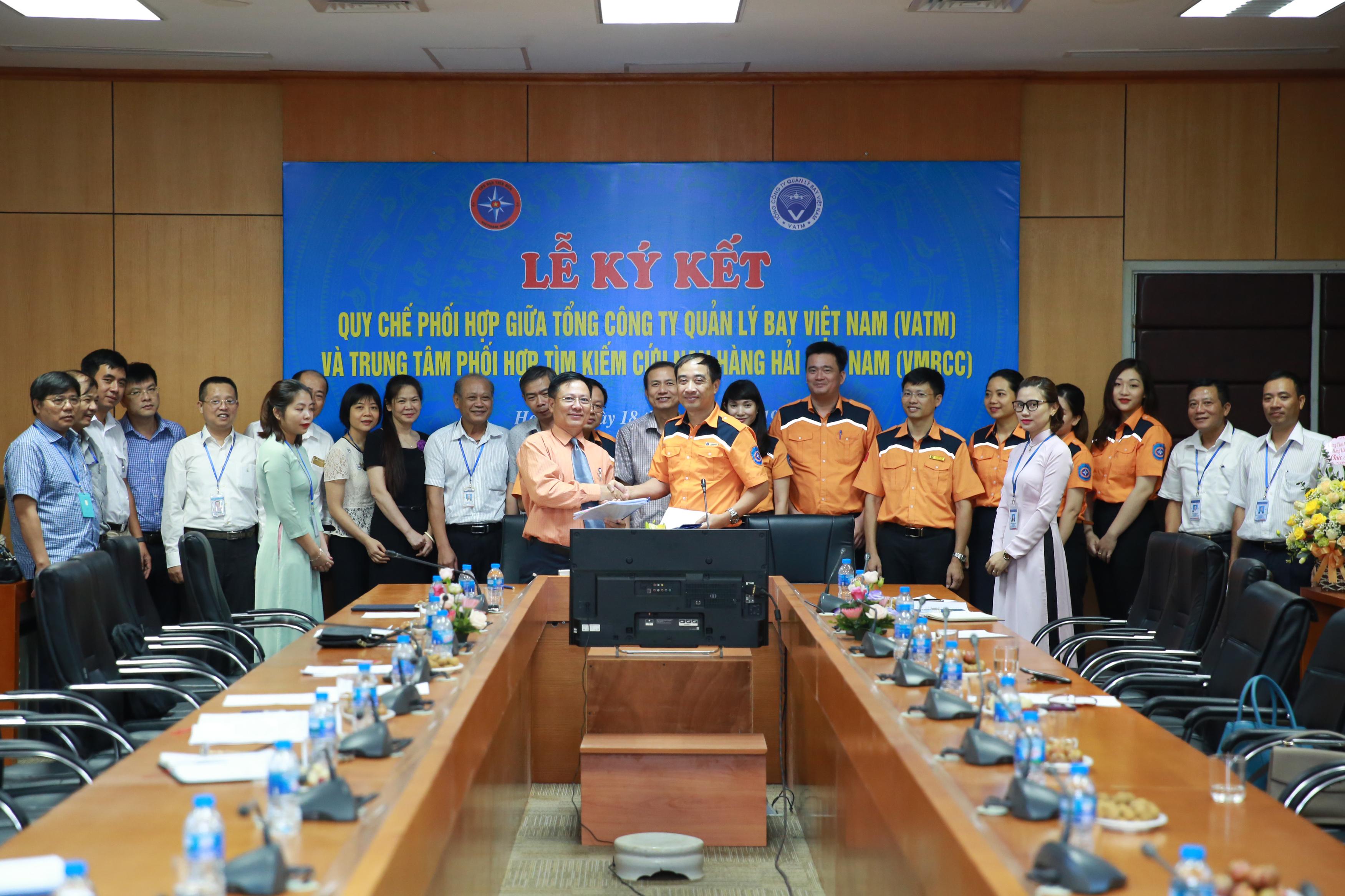 VATM và VMRCC ký kết Quy chế phối hợp Tìm kiếm cứu nạn tàu bay lâm nạn trên biển