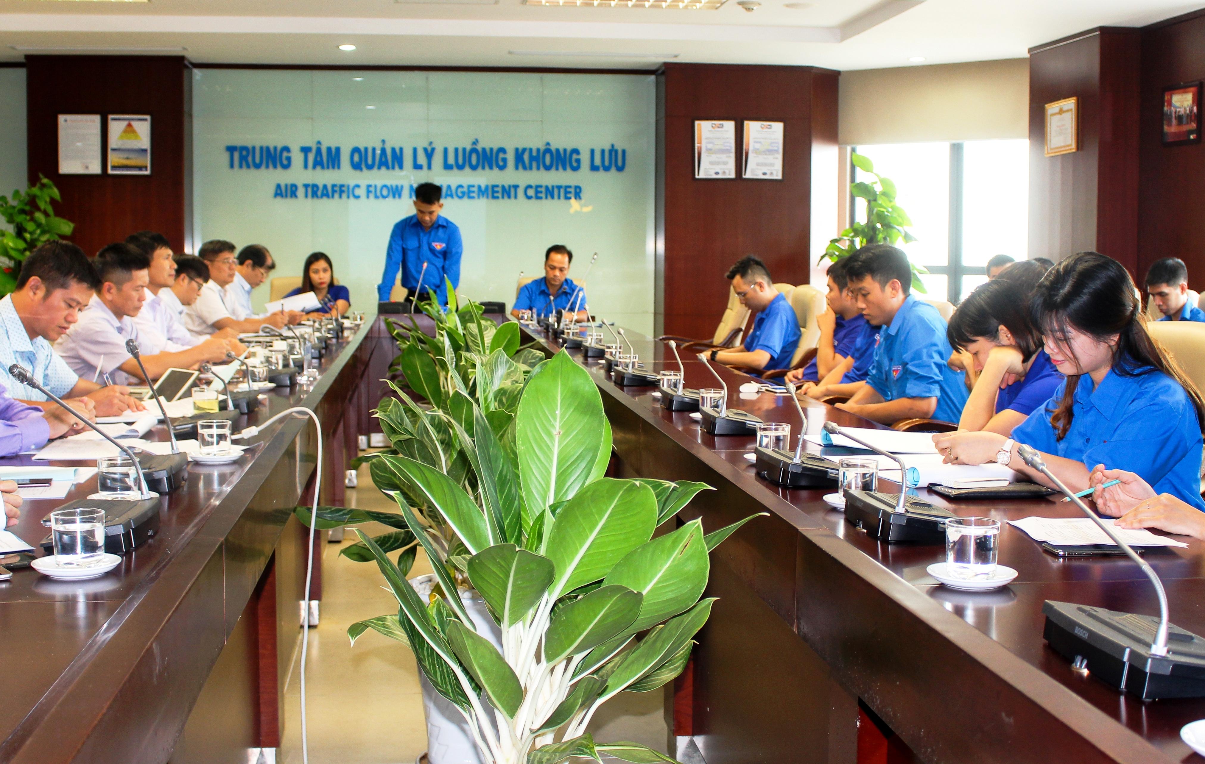 Trung tâm Quản lý luông không lưu: Tọa đàm giữa Lãnh đạo Trung tâm với Đoàn Thanh niên