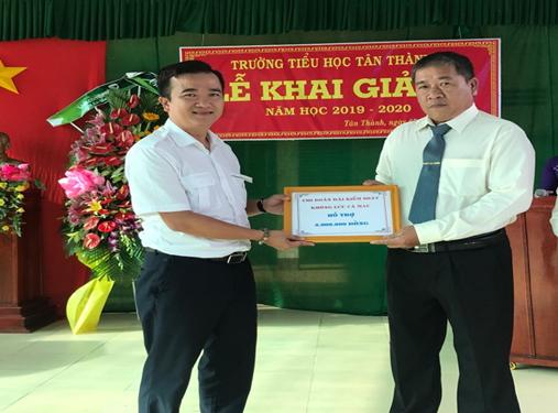 """Đoàn thanh niên Đài KSKL Cà Mau: tặng quà cho học sinh nghèo vượt khó và tổ chức """"Đêm trăng tuổi thơ 2019"""""""