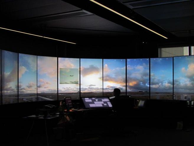 Chuyến bay chở khách thương mại đầu tiên hạ cánh dùng công nghệ đài kiểm soát không lưu từ xa