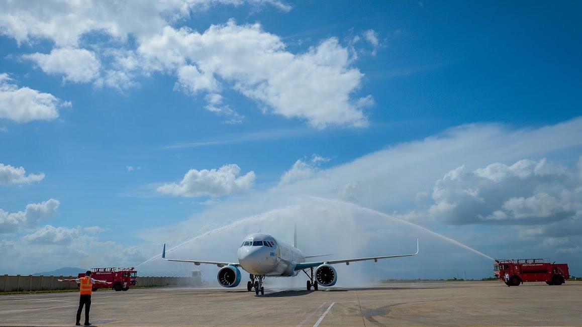 Điều hành chuyến bay quốc tế đầu tiên đến sân bay Phù Cát