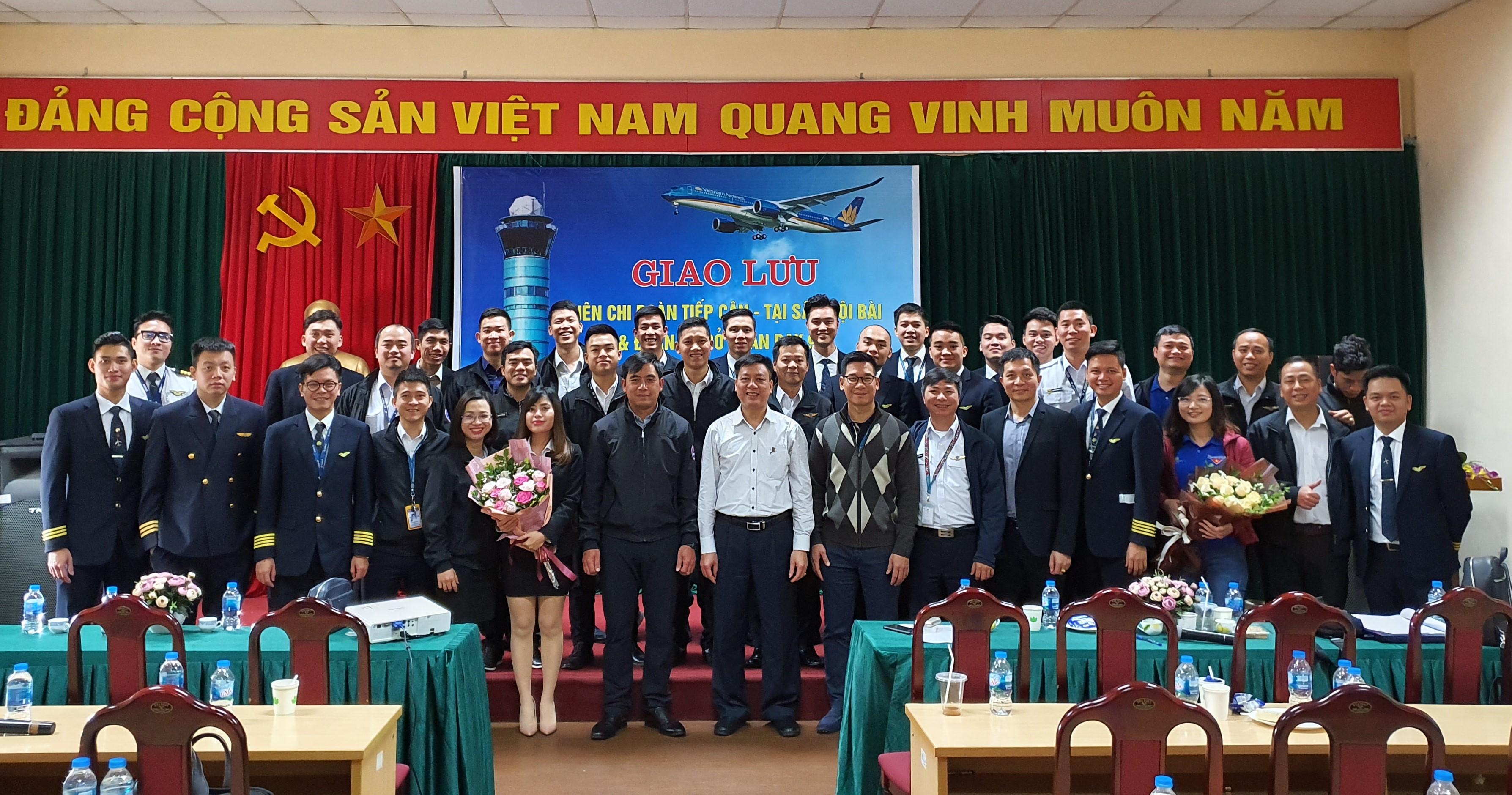 Giao lưu giữa Liên chi đoàn thanh niên Trung tâm Kiểm soát tiếp cận- tại sân Nội Bài, và Đoàn cơ sở Đoàn bay 919
