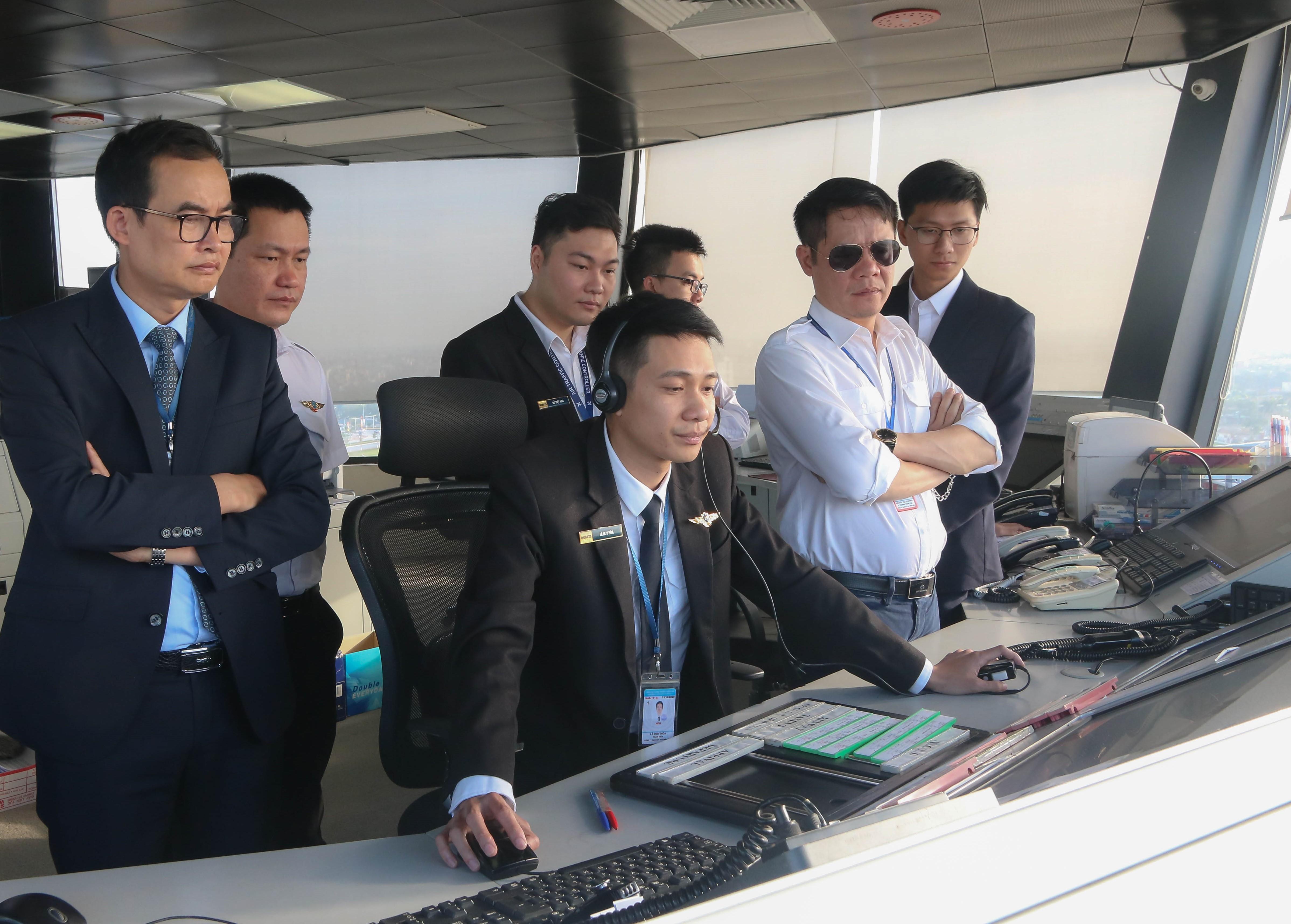 Điều hành theo phương thức mới - Khai thác dịch vụ giám sát không lưu tại các Đài KSKL Vinh và Cát Bi
