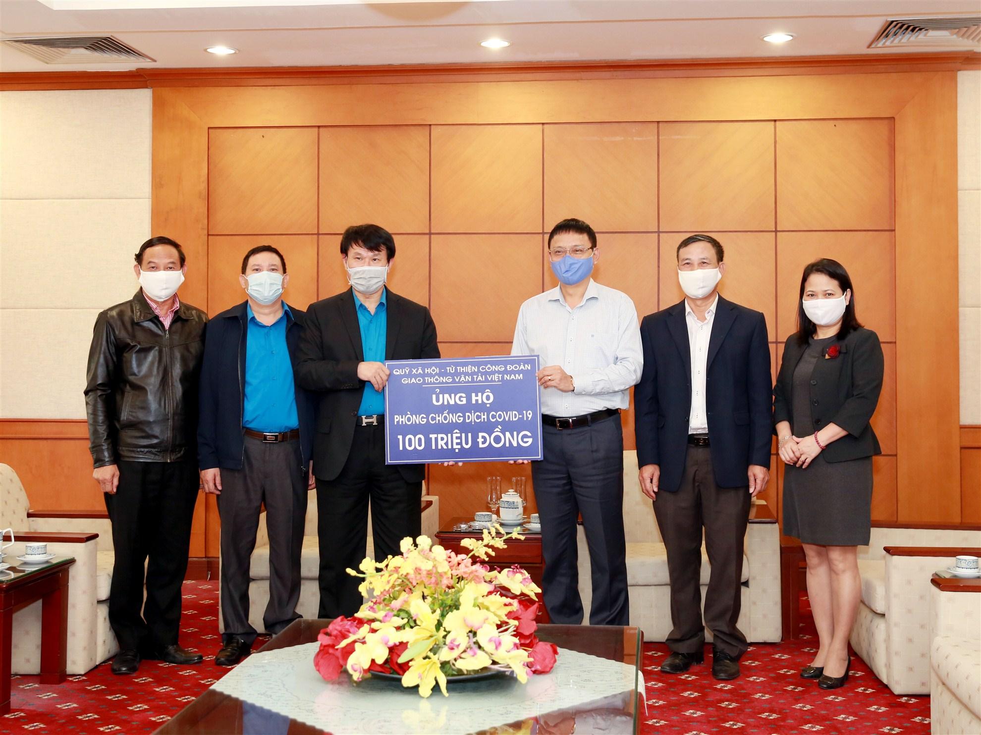 Công đoàn GTVT Việt Nam trao hỗ trợ công tác phòng chống dịch Covid-19