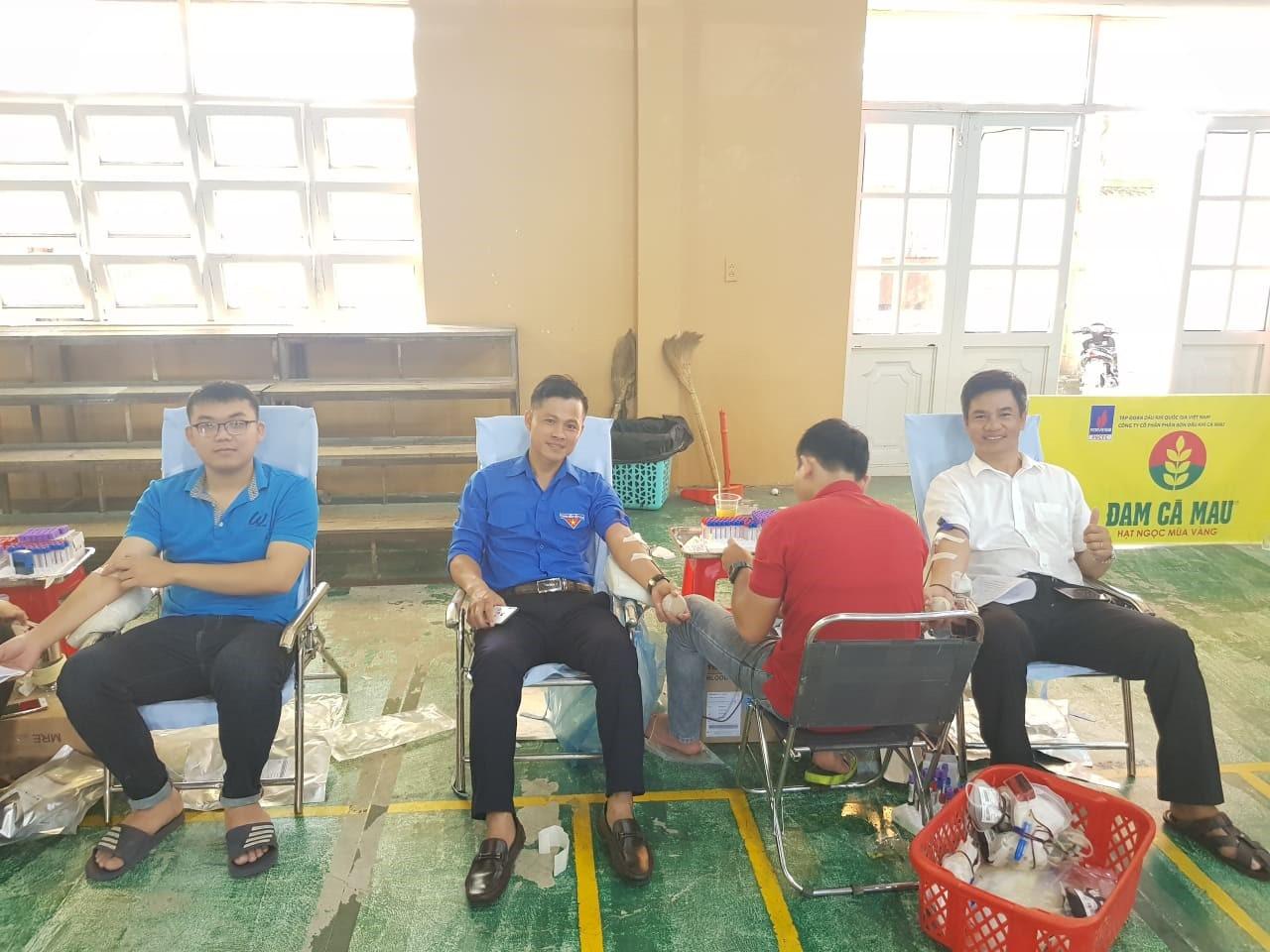 Đoàn thanh niên Đài Kiểm Soát Không Lưu và Trạm Radar thông tin Cà Mau tham gia ngày hội hiến máu nhân đạo Tỉnh Cà Mau