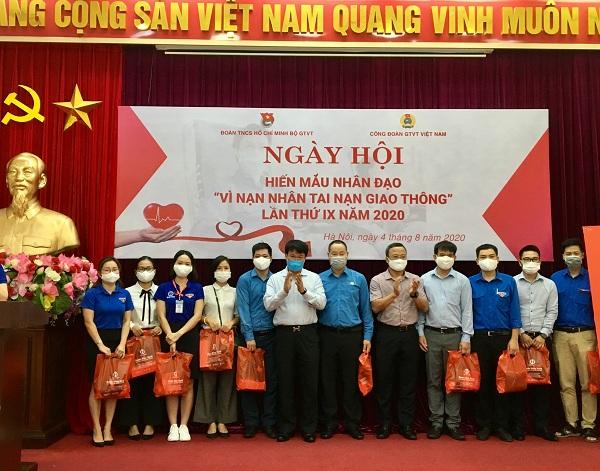 Đoàn Thanh niên Tổng công ty Quản lý bay Việt Nam tham gia Ngày hội hiến máu nhân đạo Vì nạn nhân tai nạn giao thông lần thứ IX năm 2020