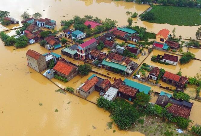 Quyên góp, ủng hộ đồng bào miền Trung khắc phục thiệt hại mưa lũ