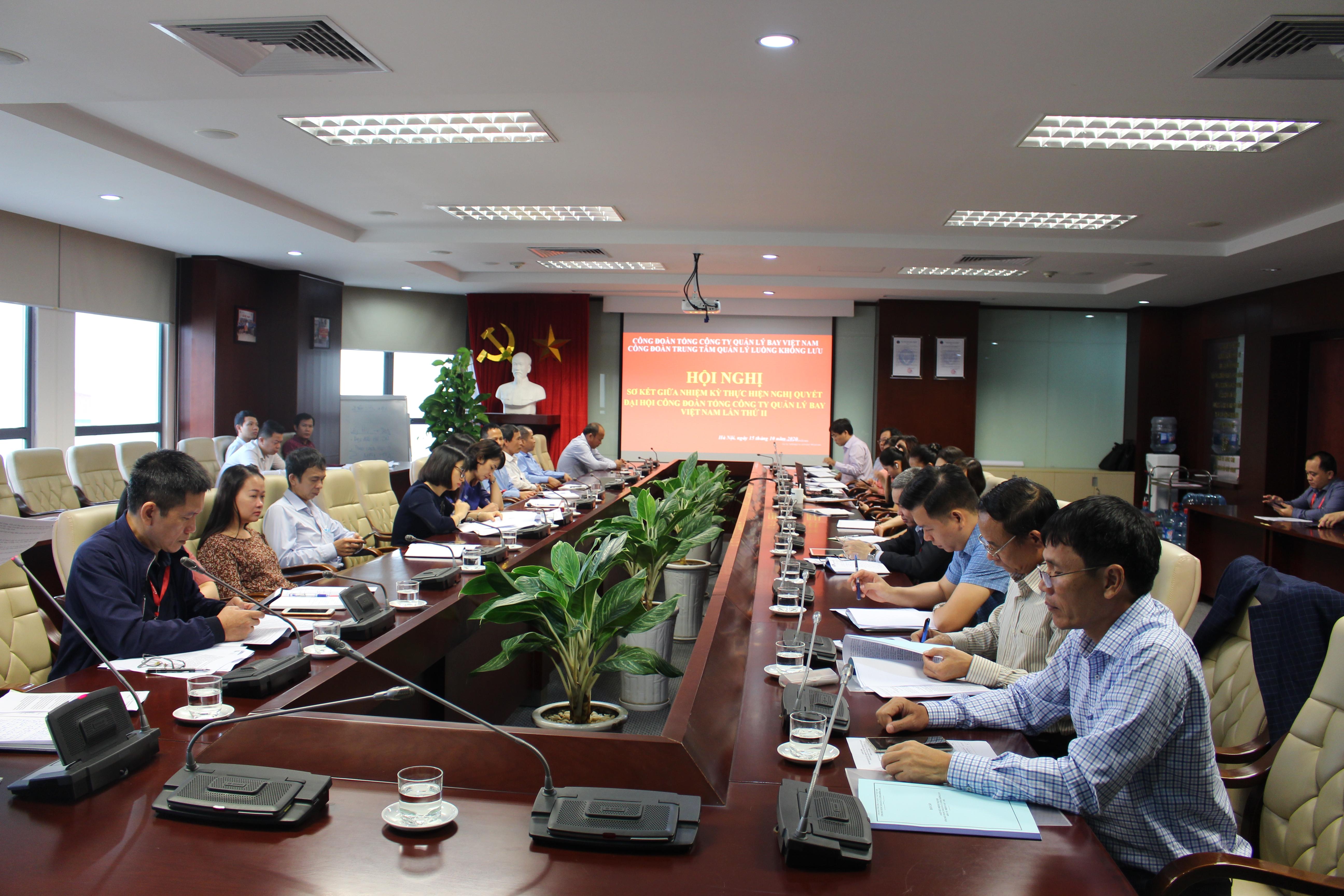 Công đoàn Trung tâm Quản lý luồng không lưu tổ chức Hội nghị sơ kết giữa nhiệm kỳ 2017 - 2022