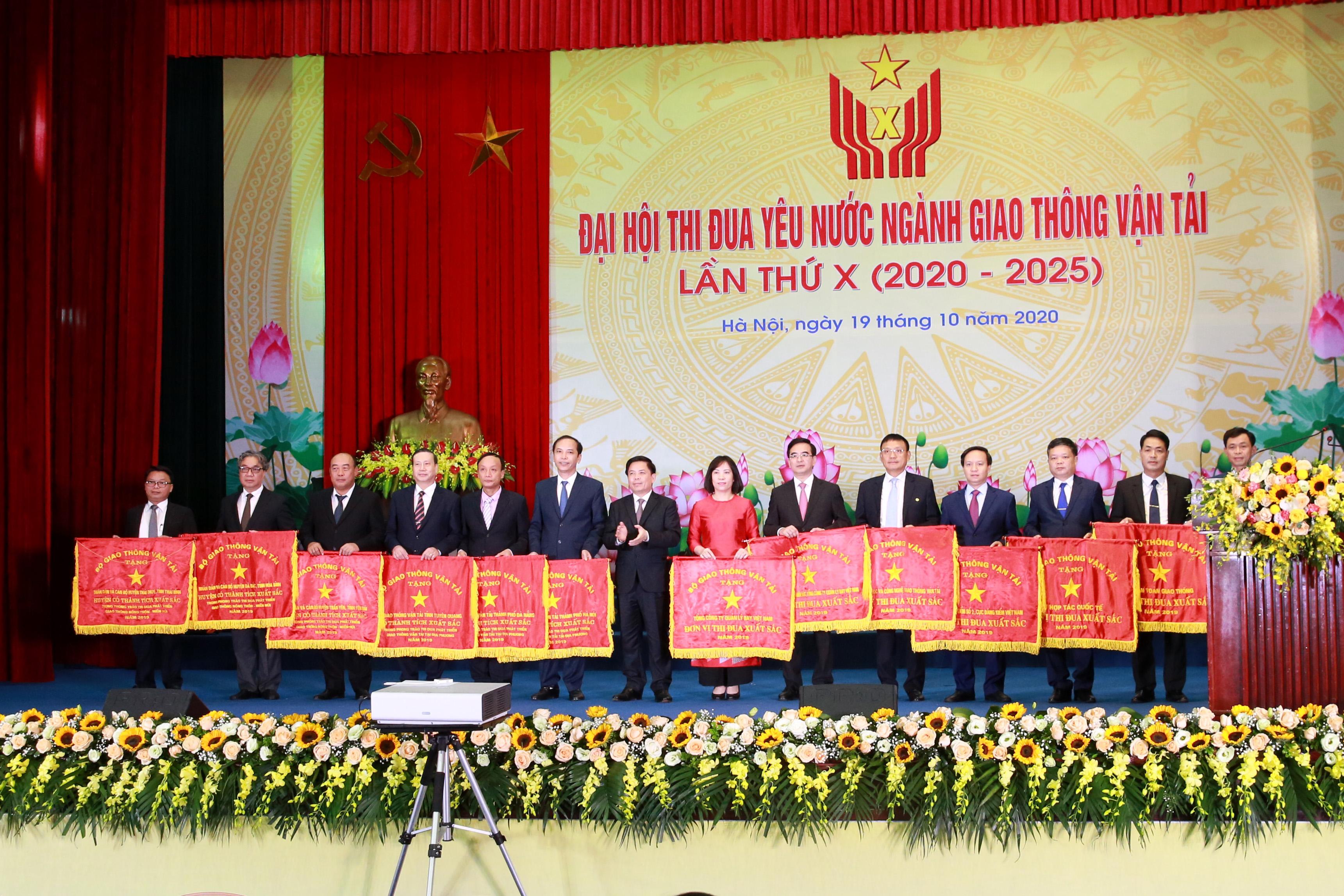 Tổng công ty Quản lý bay Việt Nam được biểu dương tại Đại hội Thi đua yêu nước ngành Giao thông vận tải