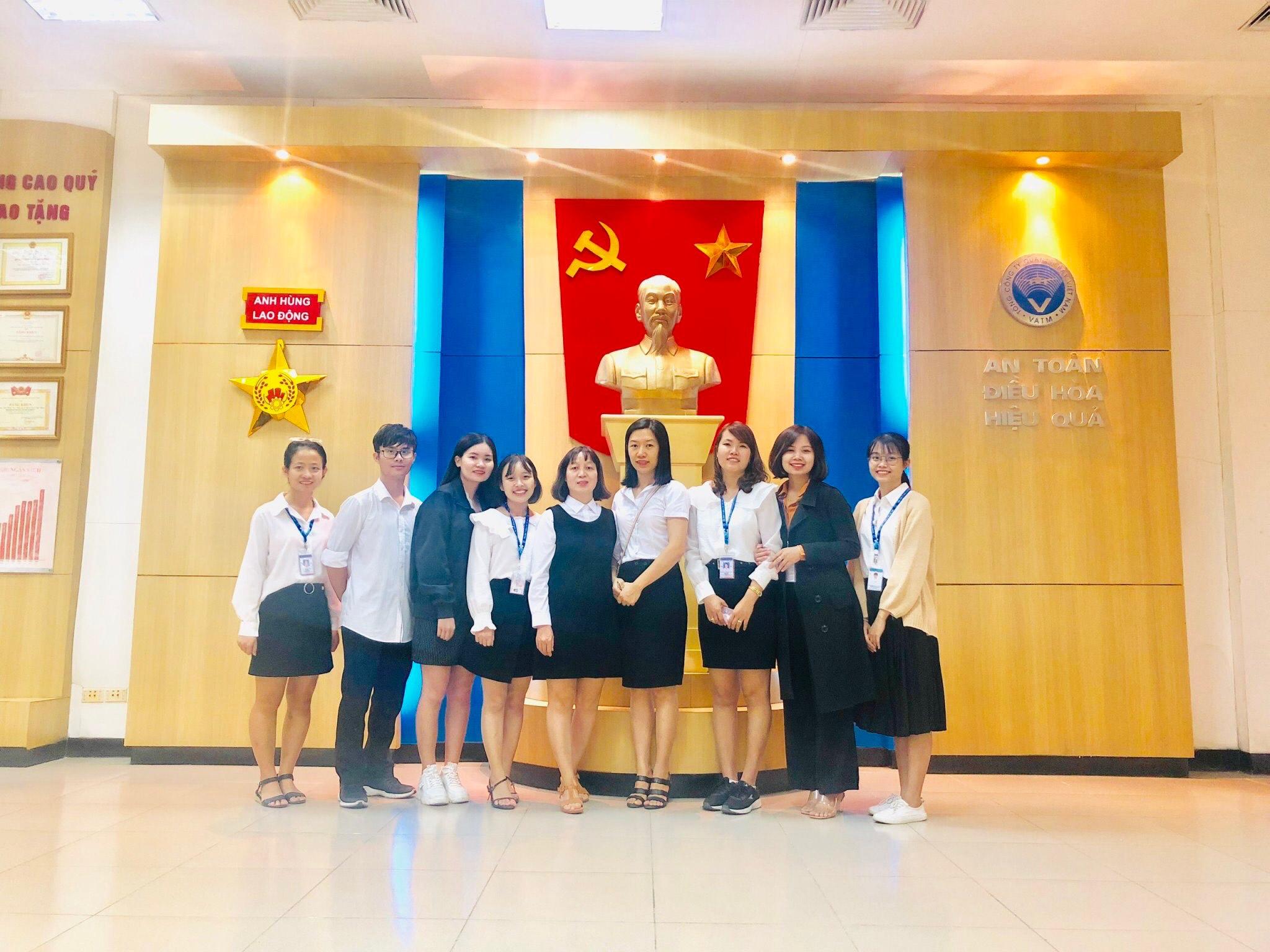 Trung tâm Đào tạo - Huấn luyện nghiệp vụ Quản lý bay tổ chức tham quan Phòng truyền thống và Bảo tàng Hàng không cho học viên